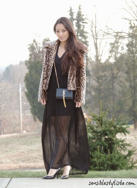sensible stylista blogger black dress long dress animal print