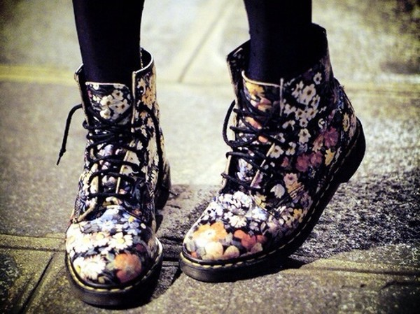 shoes DrMartens flowers hat