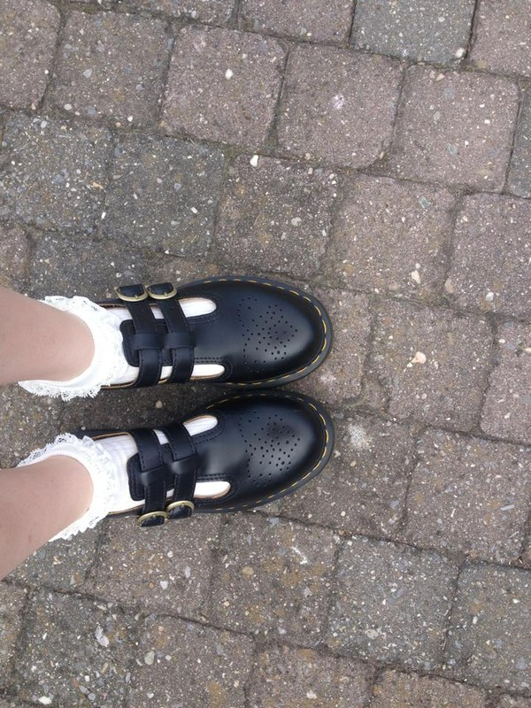 shoes grunge pale black old back to school me tumblr school shoes