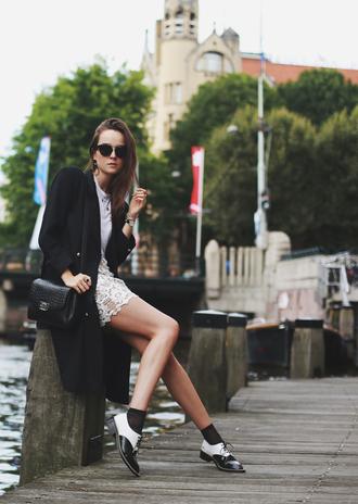 style scrapbook blogger skirt shoes jewels t-shirt bag sunglasses trench coat black white skirt lace eyelet skirt