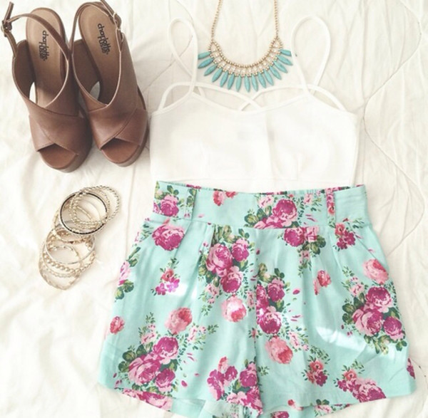 floral high heels white tank top jewels aqua necklace outfit top shorts