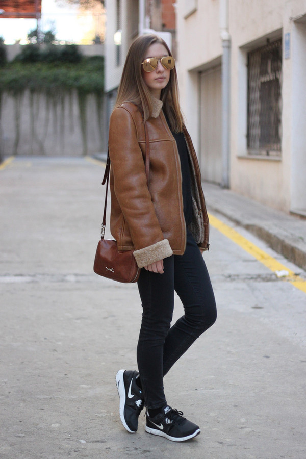 say queen coat sweater sunglasses jeans bag shoes