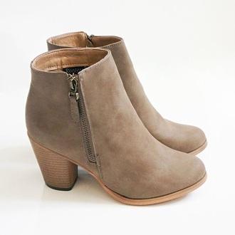 shoes brown brown leather boots boots booties zipper heels heels heel heel boots