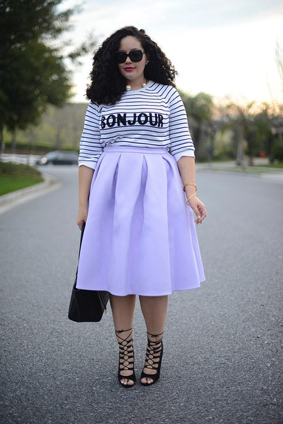 girl with curves blogger sweater skirt jewels sunglasses bag shoes make-up