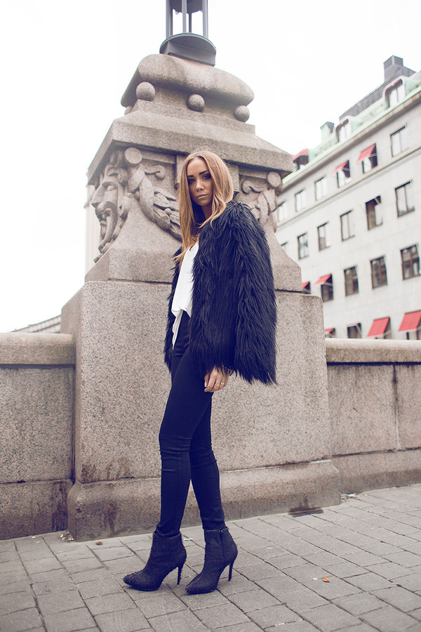 lisa olsson jeans shoes jacket t-shirt jewels