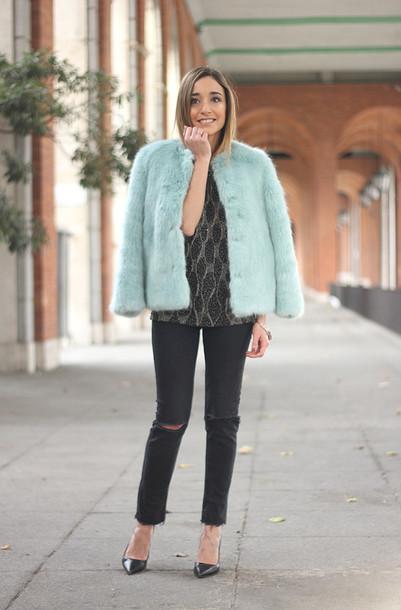 besugarandspice blogger top mint faux fur vest ripped jeans coat jewels