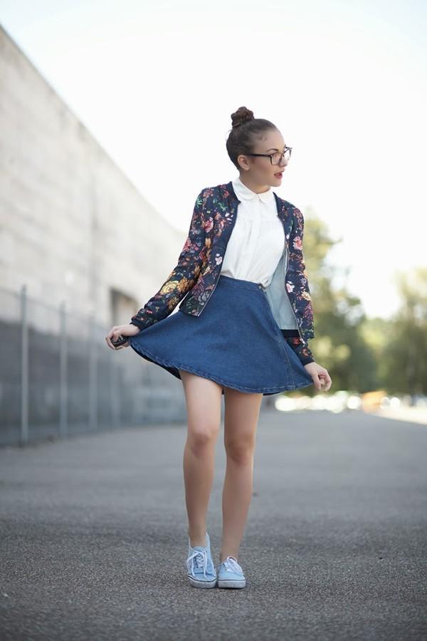 skirt girl shirt floral jaket skrit denim skirt cute back to school fall outfits white shirt floral jacket preppy denim skirt back to school blouse skater skirt