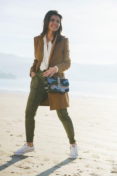 lovely pepa blogger bag coat khaki converse camouflage pants
