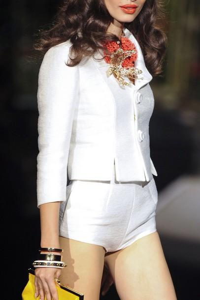 top costume white blazer
