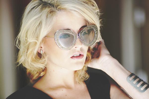 i hate blonde dress sunglasses