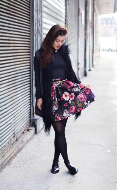 elodie in paris blogger sweater belt roses floral skirt