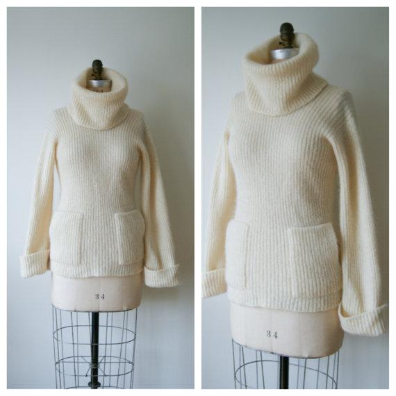 70s Sweater. Vintage Turtleneck Sweater. by NewOldFashionVintage