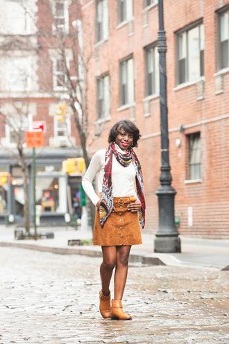 celeajade blogger make-up sweater scarf skirt shoes