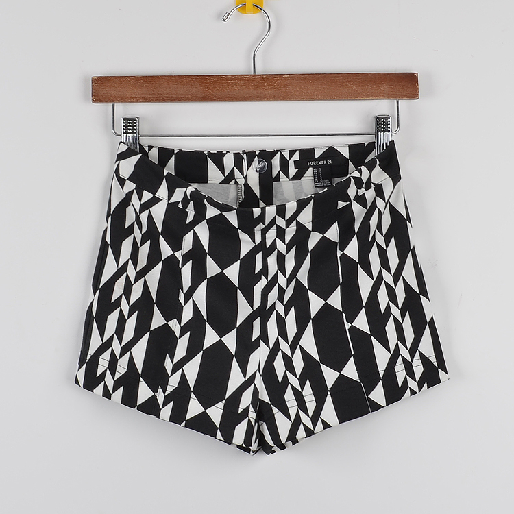 F21 2013 fashion shorts for women summer geometric pattern stretch shorts black write High waist shorts sexy girl novelty-in Shorts from Apparel & Accessories on Aliexpress.com