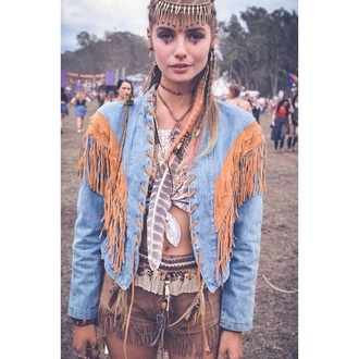 jacket festival hipster indie fringes fringe short fringed jacket suede suede shorts indian culture jewels feathers splendour in the grass streetstyle music hair accessory