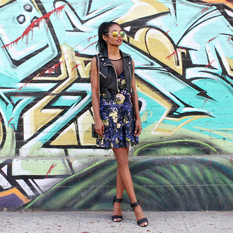 tuolomee blogger mirrored sunglasses leather jacket floral dress sandals