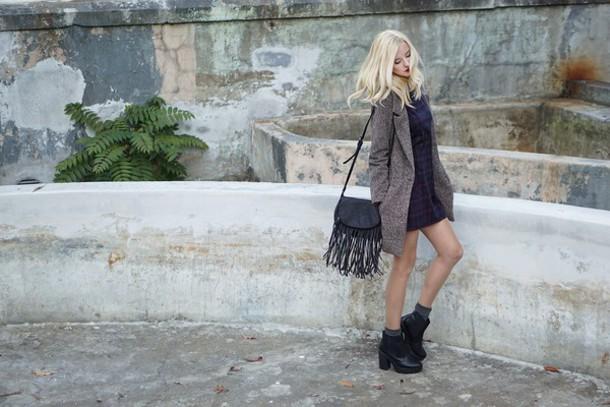 meri wild blogger coat dress jewels bag shoes make-up