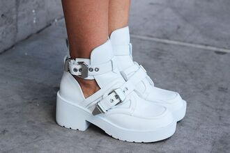 shoes boots platform shoes buckles white shoes white cool amazing love them cool style buckle boots white shoes platform white boots jeffrey campbell celebrity style tumblr platform boots