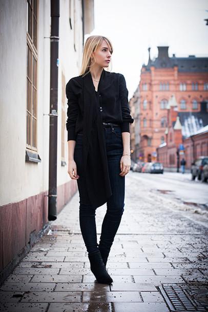 chaloth blogger black minimalist