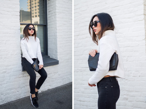 neon blush blogger casual white sweater knitted sweater black jeans black sneakers crocodile pouch sweater shoes bag sunglasses black and white h&m