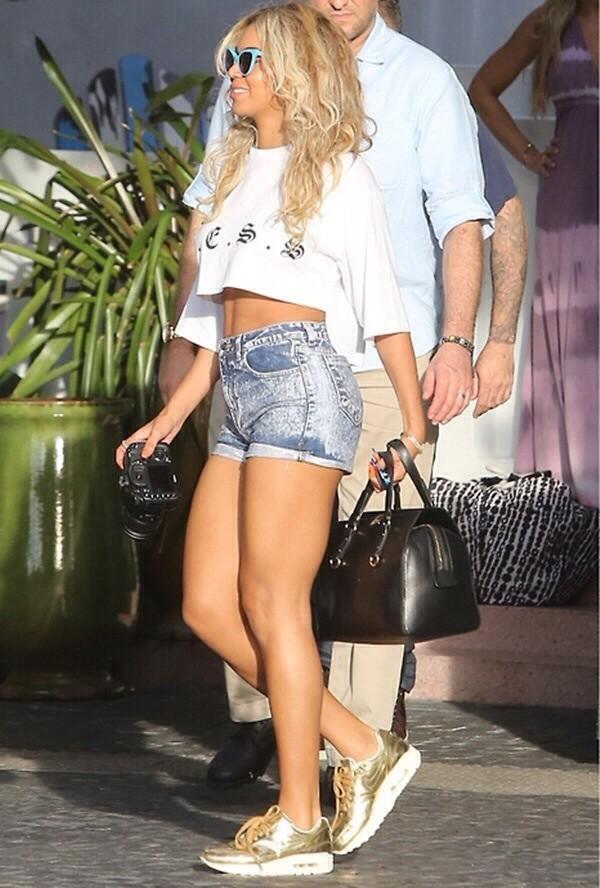 shorts gold nike nikes gold shirt crop tops beyonce summer short tan shoes