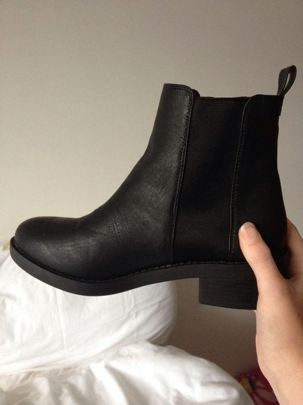 shoes chelsea boots heeled chunky tumblr shoes black boots ankle boots grunge hipster black boots black chelseaboots grunge shoes