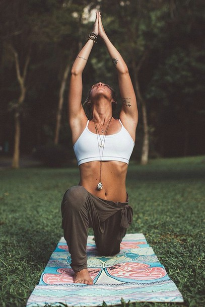 knot on hip loose sweatpants pants hippie baggy joggers hippie pants yoga joggers yoga pants sweatpants sports bra healthy living fitness