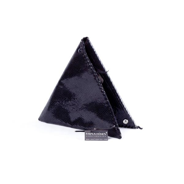 triangle clutch in snake black | PAOLA PERES COMPLEMENTOS