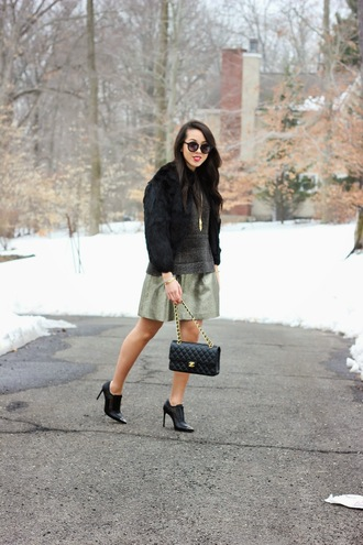 refined couture blogger skirt black heels faux fur jacket