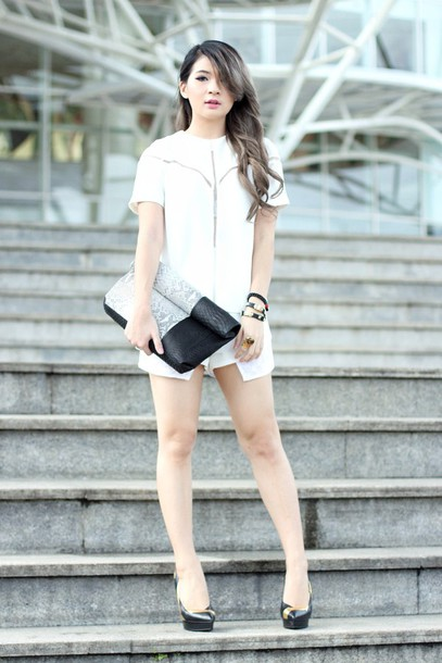 brown platform blogger shorts white shirt pumps pouch