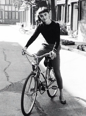 pants grey black long sleeves tight shirt bike vintage jewels audrey hepburn