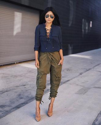 walk in wonderland blogger top pants shoes