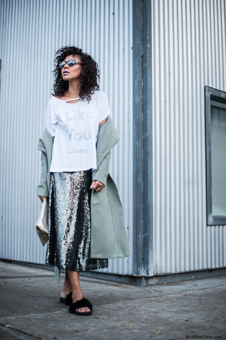 stuffshelikes blogger graphic tee white t-shirt sequins metallic skirt silver
