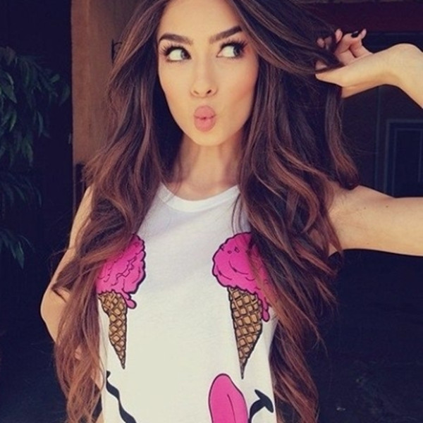 white top graphic tee make-up pink top