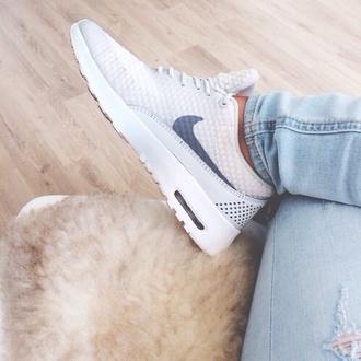 shoes nike kicks air max white sneakers nike running shoes nike air nike sneakers nike free run shoes white beautiful tumblr tumblr girl girly nike roshe run liberty shoes perfect perfection workout shoes sportswear white white shoes nike shoes grey sneakers nike air maxes