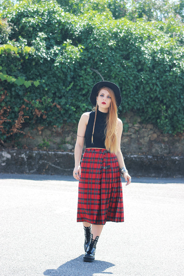 the black effect top skirt shoes