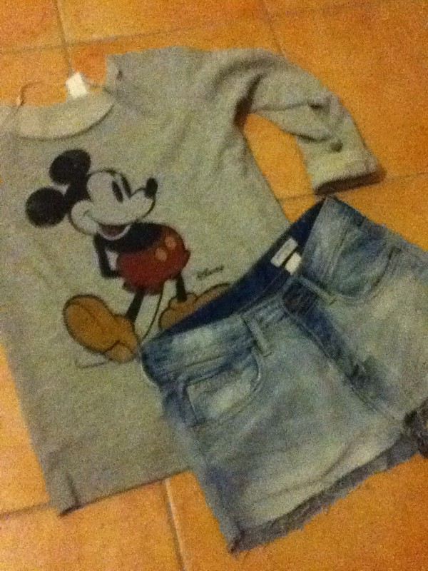 sweater winter sweater mickey mouse mickey mouse pull mickey mickey mouse sweater disney disney disneyland disney sweater disney shorts denim clothes hat
