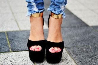 shoes black heels high heels gold gold strap open toes gold ankle strap platform shoes jeans