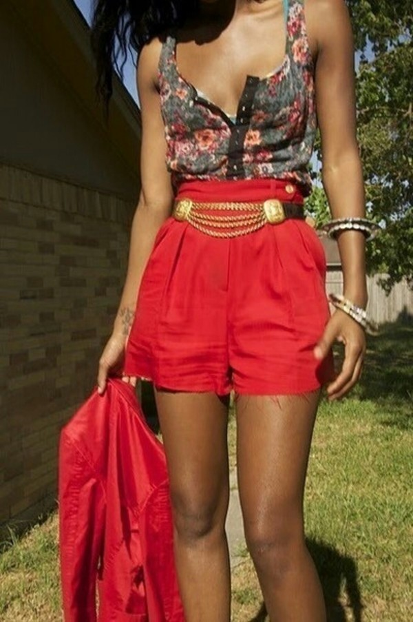 shorts belt red High waisted shorts high waisted floral tank top tank top floral blazer girly fashion outfit gold look jewelry jacket belt