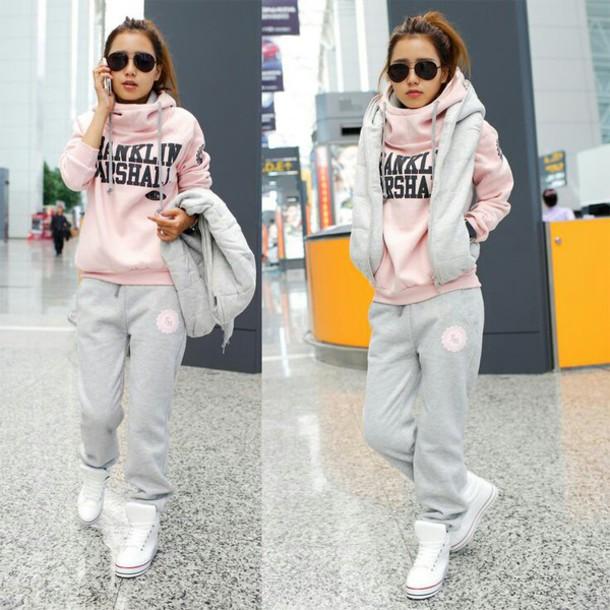 jacket hoodie vest sweats slouchy lazy day grey sweatpants white sneakers