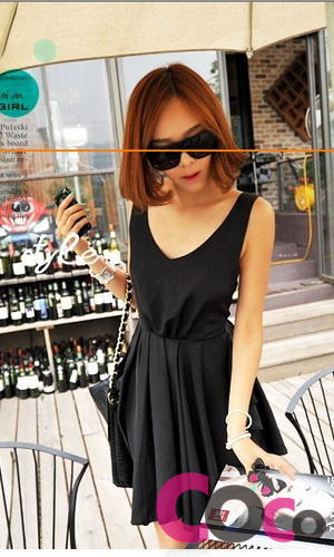 Black Sleeveless Pleated Asian Fashion Dress With Bow At Open Back