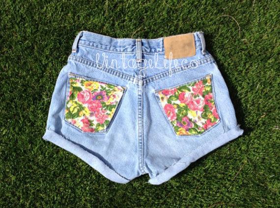 Vintage High Waisted Jean Shorts Floral Back von VintageLifeCo