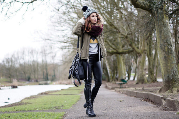 laughing in the purple rain blogger leather pants leather bag pom pom beanie