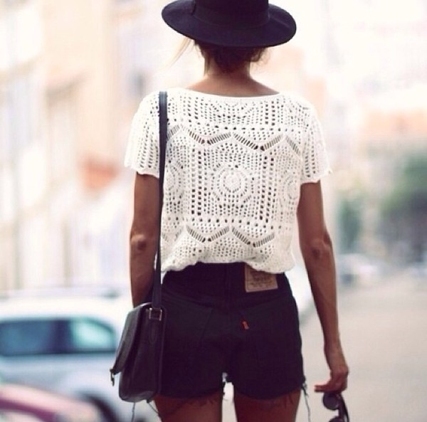 t-shirt shorts crop tops floppy hat white lace top lace bag hat shirt
