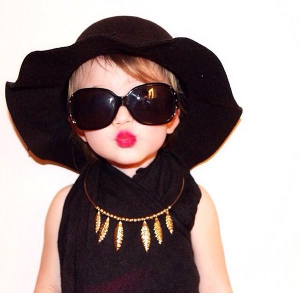 Hat: necklace, floppy hat, sun hat, sunglasses, leaf ...