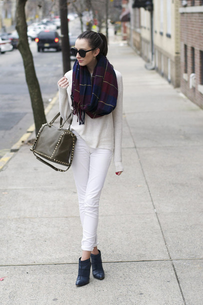 the glam files blogger sunglasses scarf white jeans purse