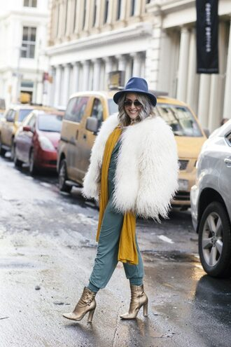 katwalksf blogger jacket coat jumpsuit tank top scarf shoes sunglasses felt hat fur coat winter outfits ankle boots