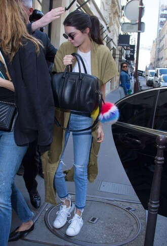 shoes coat kendall jenner streetstyle purse keychain fur keychain jewels bag bag accessories black bag ripped jeans blue jeans t-shirt white t-shirt long coat round sunglasses sunglasses sneakers white sneakers