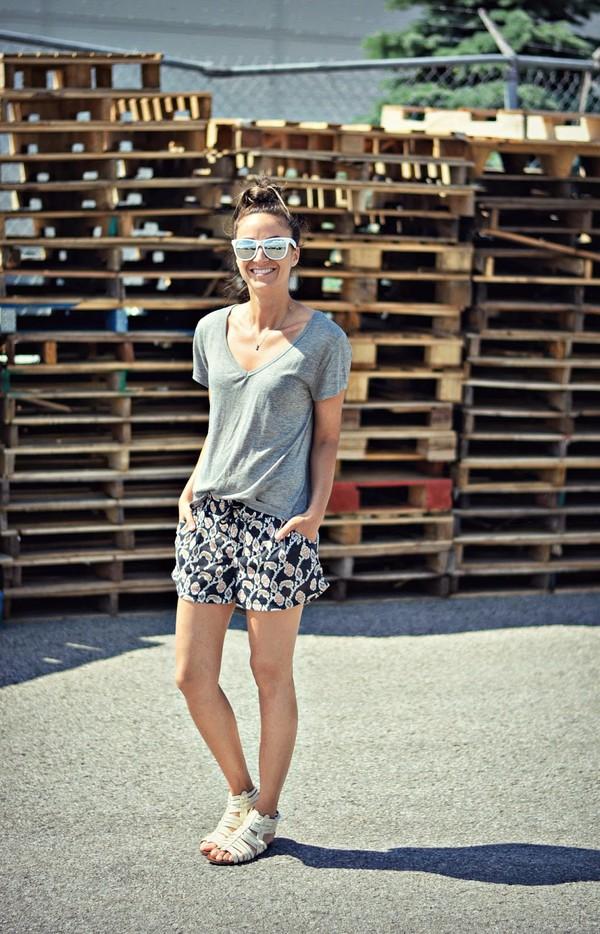 quality rivets t-shirt shorts sunglasses shoes