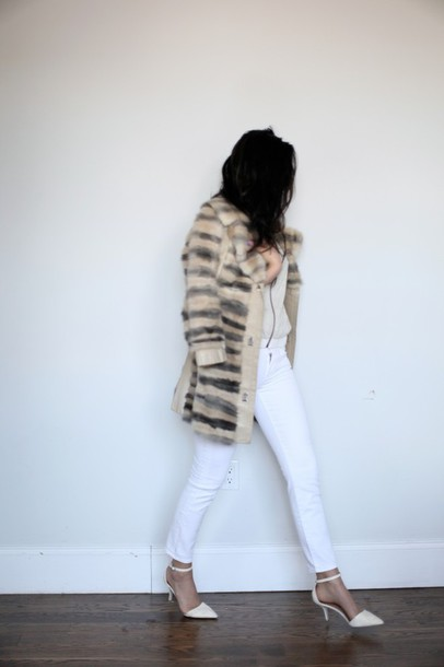 viviere bella blogger sweater faux fur cardigan white jeans pointed toe